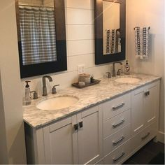 A relaxing, traditional style master bathroom design. Master Bathroom Vanity, Brown Bathroom, Grey Bathrooms, Bathroom Vanity Farmhouse, Modern Bathroom, Charcoal Bathroom, Style At Home, Traditional Bathroom, Bathroom Interior Design