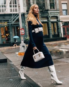 Street Style: Fashion inspiration from the street - Street Style Outfits Street Style Trends, Street Style Chic, Fashion Weeks, Fashion Outfits, Fashion Trends, Pregnant Outfit, Straight Cut Jeans, Looks Street Style, Cooler Look