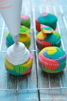 RAINBOW CUPCAKES. Mix food dye with cake mix and pit in different ziploc bags. Cut corner off and alternate piping into muffin tins.