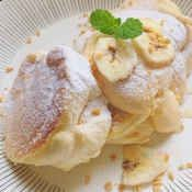 楽天が運営する楽天レシピ。ユーザーさんが投稿した「ふわふわ~♡ヨーグルトスフレパンケーキ♪」のレシピページです。甘いキャラメルバナナをトッピングしたふわふわのパンケーキ、美味しい~♡牛乳で作る生地よりこちらの方が作りやすいかと思います❀ホットプレートを使用してます♪。パンケーキ バナナ 簡単お菓子 スフレ 子供が喜ぶ。卵,マヨネーズ、レモン汁,無糖ヨーグルト(ビヒダス脂肪0使用),砂糖,薄力粉,ベーキングパウダー,☆キャラメルバナナ材料,バナナ,砂糖,水