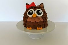 Mini Cake Love: Owl Cake Tutorial