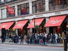 Shopping with kids in London? HEAD TO HAMLEYS!
