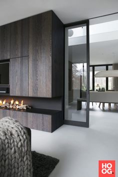 glass sliding door - February 26 2019 at Living Room Tv, Home And Living, Living Spaces, Modern Interior Design, Interior Architecture, Muebles Living, Fireplace Design, Fireplace Tv Stand, Interior Barn Doors