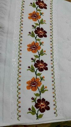This post was discovered by Mu Cross Stitch Borders, Cross Stitch Flowers, Cross Stitch Designs, Cross Stitching, Cross Stitch Patterns, Embroidery Stitches, Embroidery Patterns, Hand Embroidery, Diy And Crafts