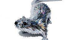 Régi CD-ből készít elképesztő állatszobrokat a művész