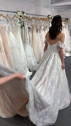 Traditional Wedding Dresses With Sleeves - New ideas Vintage Style Wedding Dresses, Top Wedding Dresses, Traditional Wedding Dresses, Wedding Dress Trends, Bridal Dresses, Tulle Wedding, Gown Wedding, Lace Wedding Dress Ballgown, Vintage Bride Dress