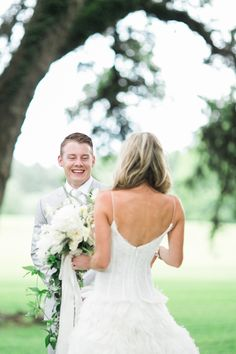Photography: Kelli Elizabeth - kellidurham.com Wedding Dresses: Casa De Novia - casadenoviabridal.com   Read More on SMP: http://www.stylemepretty.com/2016/01/28/houston-oaks-country-club-wedding/