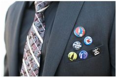 jacket pins instead of flowers Punk Rock Wedding, Redneck Wine, Wedding Badges, Wedding Hair Inspiration, Wedding Ideas, Instead Of Flowers, Rockabilly Wedding, Jacket Pins, Alternative Wedding