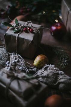 Apple pear & brandy cider m e r r y + b r i g h t рождество, Christmas Gift Box, Christmas Makes, Christmas Mood, Noel Christmas, Christmas Gift Wrapping, Christmas Events, Rustic Christmas, Cider Gifts, Pear Brandy