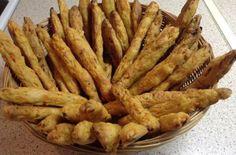 Η πιο εύκολη και γρήγορη συνταγή για κριτσίνια καρότου! Appetizer Recipes, Snack Recipes, Cooking Recipes, Appetizers, Healthy Bars, Healthy Snacks, Savoury Biscuits, Savoury Pies, Greek Cooking