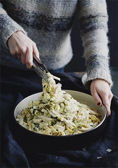 fettucine en sauce crémeuse au pesto et au poulet. Sauce For Chicken, Chicken Pasta Recipes, Pesto Chicken, How To Cook Chicken, Creamy Pesto, Summer Pasta Salad, Vegetarian Recipes, Healthy Recipes, Pasta Dishes