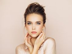 Speaking to FEMAIL, leading Revlon makeup artist, Mia Hawkswell, revealed where you should apply your blusher depending on your face shape. So how can you flatter your face? How To Apply Blusher, Blusher Makeup, Revlon Makeup, Beauty Creations, Les Rides, Fair Skin, Beautiful Eyes, Face Shapes, Good Skin