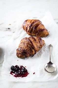 How to Make Chocolate, Plain, and Almond Croissants http://sulia.com/my_thoughts/687d0fe7-0a84-4a15-9805-33a8a00f458c/?source=pin&action=share&btn=small&form_factor=desktop&pinner=6999301
