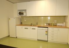 Rubber flooring for kitchen. Comfortable. Easy to clean. Less broken dishes. Dalsouple blog