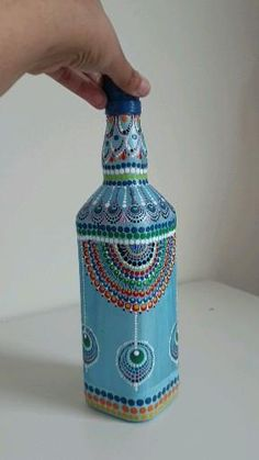 Painted Glass Bottles, Glass Bottle Crafts, Wine Bottle Art, Diy Bottle, Mosaic Bottles, Decorated Bottles, Glass Painting Designs, Dot Art Painting, Mandala Art Lesson