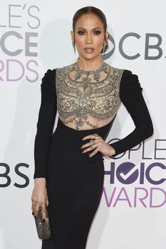 Jennifer Lopez wears Reem Acra gown at the 2017 People's Choice Awards. #redcarpet #celebrity #peopleschoiceawards #jenniferlopez #jlo #reemacra #fabfashionfix