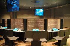 Yad Vashem - Autoridad para el Recuerdo de los Mártires y Héroes del Holocausto. Centro de Aprendizaje permite a los visitantes explorar los dilemas históricos, temáticos y morales relacionados con el Holocausto. A través de actividades de aprendizaje individuales o dirigidas, las computadoras del centro proveen acceso a una amplia base de información proveniente de historiadores reconocidos internacionalmente, filósofos, y de la Base de Datos de Yad Vashem