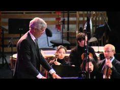 """Karlheinz Stockhausen: """"Gruppen"""" für 3 Orchester - Cresc... Biennale für Moderne Musik±  Seriële muziek. zo ingewikkeld dat het door 3 orkesten wordt uitgevoerd. haast wetenschappelijk. Alles is opgeschreven. niet alleen de toonhoogte maar ook hoe je iets moet aanslaan of moet toonduur, sterkte, klankkleur."""