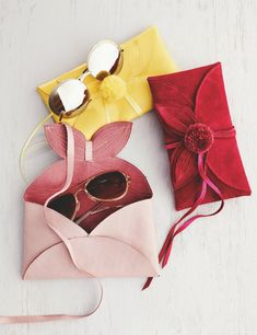 Here's a fun sewing project you can make in an evening. BurdaStyle has a free pattern for making this gorgeous leather flower sunglasses case. It's made in an envelope style with a wrap tie. Sewing Tutorials, Sewing Projects, Sewing Patterns, Clothes Patterns, Sewing Blogs, Sewing Tips, Flower Sunglasses, Sunglasses Case, Luxury Sunglasses