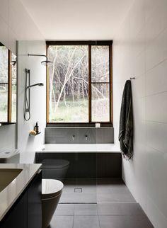 modele de petite salle de bain en noir anthracite et blanc
