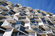 World Architecture Community News - Studio Gang completes City Hyde Park in Chicago, comprised of many irregular patelliform balconies Hyde Park Chicago, Architecture Jobs, Sustainable Architecture, Beautiful Architecture, Balkon Design, Urban Apartment, Apartment Communities, Park Photos, Facade Design