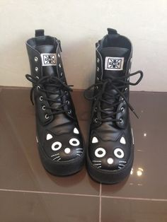 Black Cat Boots - yes Kawaii Shoes, Mode Shoes, Grunge Goth, Cooler Look, Sneaker Boots, Black Boots, Shoe Boots, Cat Shoes, Ankle Boots