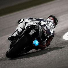 Moto GP racer Jorge Lorenzo, Qatar Thank god for knee pads- Racing Motorcycles, Motorcycle Gear, Gp Moto, Motogp Race, Bike Rider, Street Bikes, Road Racing, Sport Bikes, Motorbikes