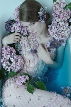 Flower bath #floating #water #flowers #flowerbath #flowerbomb #ophelia #spa - Carefully selected by GORGONIA www.gorgonia.it