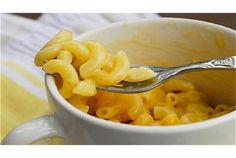 マカロニにチーズソースを絡めた「マカロニ&チーズ」。アメリカやイギリスの家庭料理として愛されているこのメニューを、レンジとマグカ...
