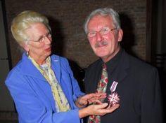 Wielent Harms krijgt E. Bosch van de Kolkprijs, 2007. Foto De Gelderlander