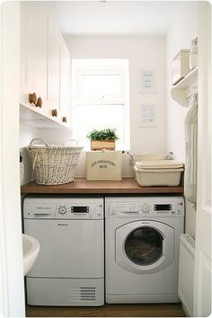 Small Laundry Room Ideas (on a BUDGET) – Laundry room organization and small laundry room ideas. These laundry room makeover pictures are amazing before and after laundry area makeovers. Tiny Laundry Rooms, Laundry Room Layouts, Basement Laundry, Farmhouse Laundry Room, Laundry Room Organization, Laundry Room Design, Laundry In Bathroom, Laundry Area, Farmhouse Style