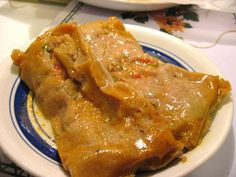 This recipe for Puerto Rican pasteles are a traditional Christmas time treat of meat- and green plantains stuffed-pastries that are similar to tamales. Pasteles Puerto Rico Recipe, Pasteles Recipe, Puerto Rican Pasteles, Puerto Rico Food, Puerto Rican Dishes, Puerto Rican Cuisine, Puerto Rican Recipes, Comida Boricua, Boricua Recipes