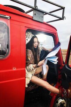 Do u think my Kim is so cool? Snsd, Sooyoung, Yoona, Taeyeon Fashion, Kpop Fashion, Exo Red Velvet, Bts Girl, Kim Tae Yeon, Korean Music