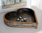 Plateau de service en bois en forme de coeur, peint en noir et application d'une patine irisée, finition peinture et crème d'or/Vide-poches