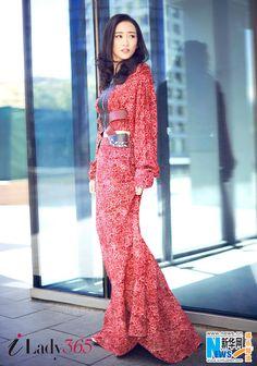 Actress Wang Ou http://www.chinaentertainmentnews.com/2016/05/street-shots-of-wang-ou_11.html