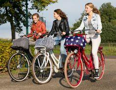Als je door de regen naar school of werk moet fietsen hebben we voor de meiden de Dripdropbag en voor de jongens de O'Neil Rain Cover. Voor zover fietsen in de regen niet erg genoeg is, net wat stijlvoller als een vuilniszak. Vind je ook niet?