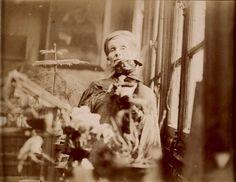 Olga Boznańska w pracowni paryskiej, fot. nieznany, ok. 1930, Towarzystwo Historyczno-Literackie, Biblioteka Polska w Paryżu // Olga Boznańska in her Paris studio, c. 1930, unknown photographer