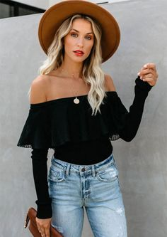 Get this stylish flowy pleated top that covers a lace underlay, made of soft stretchy ribbed fabric. It features long sleeves and wear this off shoulder top to any occasion. This effortlessly classic piece can be dressed up or down. The result is a stylish casual garment that can be thrown on with your favorite jeans or casual pants for a cute, comfortable outfit that is effortlessly on trend. Over The Shoulder Shirt, Shoulder Shirts, Off The Shoulder, Black Off Shoulder Top Outfit, Black Shirt Outfits, Black Sweater Outfit, Outfits With Hats, Stylish Outfits, Strapless Shirt