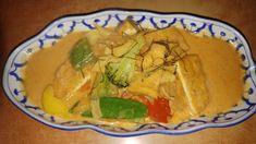 Gebratenes Hühnchen mit Mango Catering, Guacamole, Mango, Mexican, Ethnic Recipes, Food, Vietnamese Cuisine, Broasted Chicken, Fresh