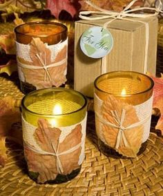 candele con foglia: forse possono essere usate per un matrimonio retrò (ma sarebbe  meglio non sovrapporre temi diversi), se si sceglie accuratamente il tipo di bicchieri da usare. Preferisco le altre due versioni.