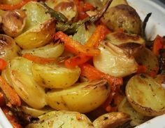 Cantinho Vegetariano: Legumes Assados ou Rústicos (vegana) Veggie Recipes, Vegetarian Recipes, Cooking Recipes, Healthy Recipes, Portuguese Recipes, Light Recipes, Going Vegan, Food Inspiration, Food And Drink