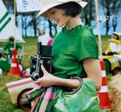 Love the vibrancy and colour of Kate Spade advertising campaigns? Then you'll enjoy this look at Kate Spade ads retrospective in our Luscious photo gallery. Retro Mode, Mode Vintage, Vintage Love, Retro Vintage, Vintage Photos, Vintage Cameras, Retro Chic, Vintage Green, Retro Style