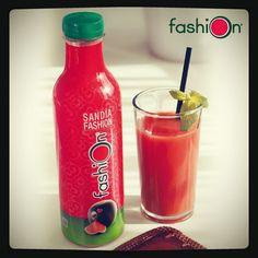 """fashionlafrutademoda: """"Lo sabías?  Ya tienes disponible zumo de #sandiafashion. Sano, refrescante y natural, muy natural, 99,6% de puro zumo de sandía fashion. Buenísimo! ! #zumo #zumodesandia #zumofashion #yummy #good #sandia #watermelon"""""""
