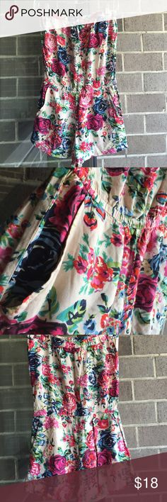 Beautiful vintage floral strapless romper Size small. Romper From pac sun ❤️ with two hidden front pockets. PacSun Other