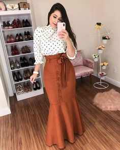 Image may contain: one or more people and people standing Modest Outfits, Skirt Outfits, Classy Outfits, Modest Fashion, Hijab Fashion, Trendy Fashion, Dress Skirt, Fashion Dresses, Hijab Stile