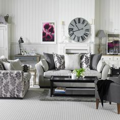 27 beautiful farmhouse living room ideas to decorate your home. Farmhouse style is so cozy! It's perfect for families as it creates a wonderful atmosphere.