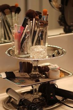 DIY Dollar Tree Makeup Storage with silver trays and candle holders Do It Yourself Furniture, Do It Yourself Home, Dollar Store Crafts, Dollar Stores, Thrift Stores, Dollar Tree Makeup, Do It Yourself Inspiration, Style Inspiration, Arts And Crafts