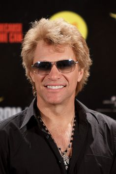 Jon Bon Jovi worked as a Christmas decoration maker. | 39 Celebrities Who Had Unbelievable Jobs Before They Were Famous