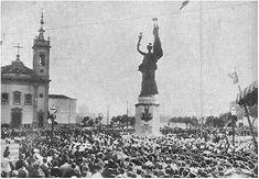 Por iniciativa da American Chamber of Commerce foram recolhidos donativos para presentear o Brasil, no centenário de nossa independência, com uma estátua figurando a amizade entre os dois paises. Em 1922, foi presenteado ao Brasil o bronze de autoria do escultor americano Charles Keeke.