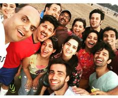 I cant get over the beautiful smile of Barun Sobti (on the right side) #TuHaiMeraSunday cast selfie